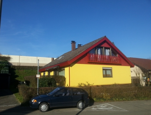 Hausfassade rot-gelb